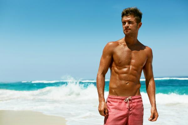 Mit der richtigen Badehosen-Pflege haben Sie bald wieder viel Badespaß am Strand oder im Freibad
