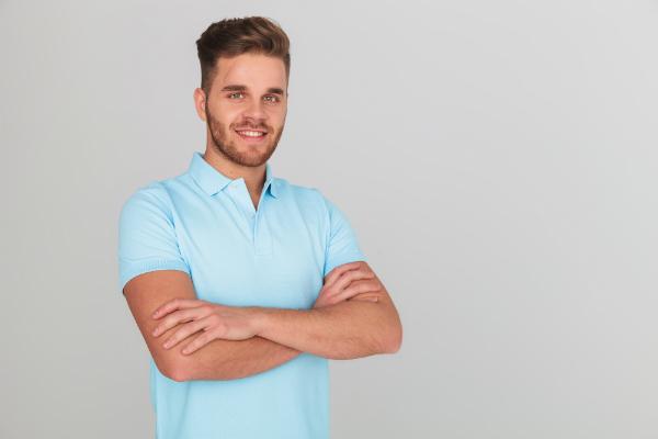 Mann im Poloshirt