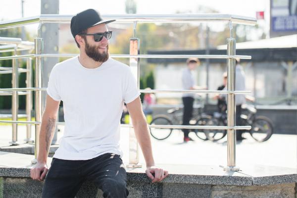 Das weiße T-Shirt ist der absolute Klassiker in der Basic Fashion