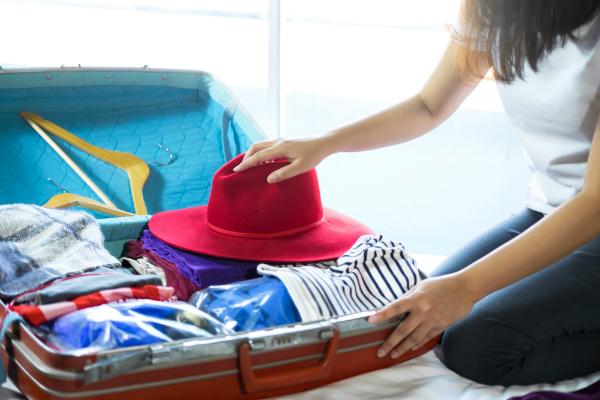Damen-Grundausruestung fuer ein bis zwei Wochen Sommerurlaub