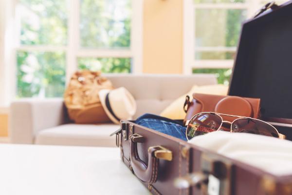 Koffer packen fuer den Sommerurlaub