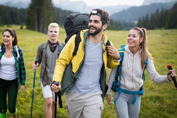 Bei vielen Abenteuern ist ein Rucksack mit Regenschutzhuelle ideal
