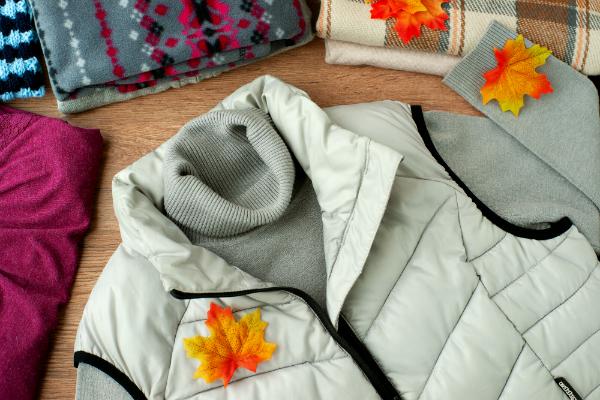 Warme Herbstkleidung mit einem Bodywarmer
