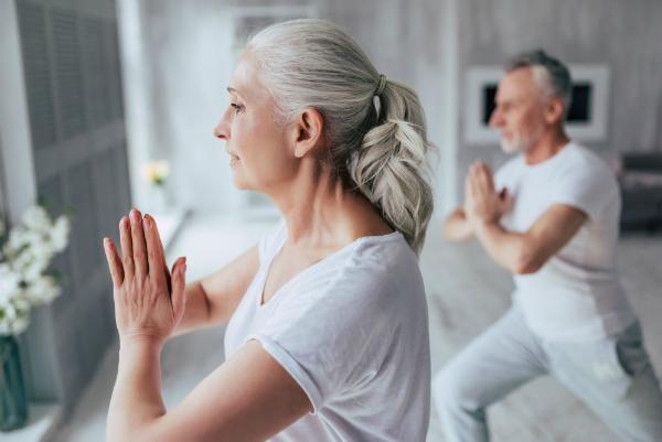 Yoga ist ein ganzheitliches Gesundheitssystem fuer Jung und Alt