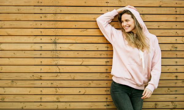 Oversize Hoodies können zu tollen Freizeit-Outfits kombiniert werden