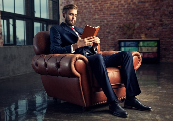 business-mann-lesen