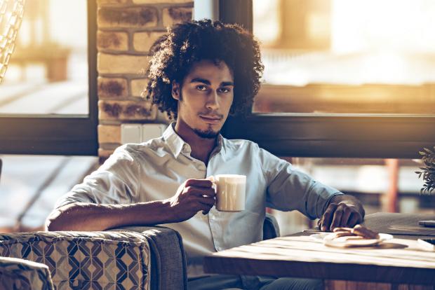 Mit gemütlicher Kleidung im Lounge Café