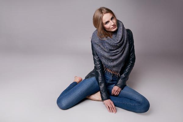Skinny Jeans und Lederjacke