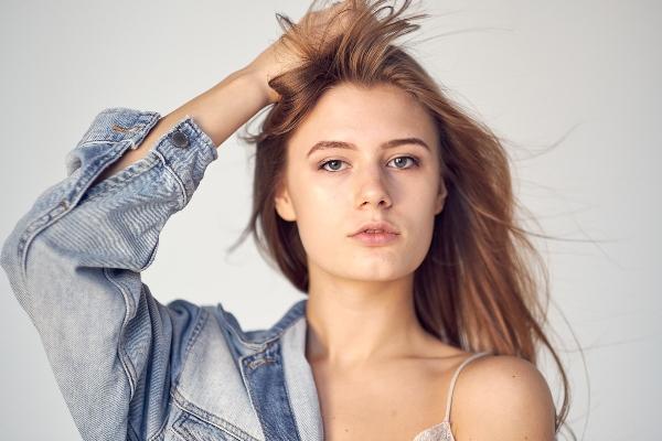 Warum die Denim Jacke zu den wichtigsten Kleidungsstuecken gehoert