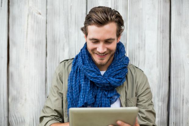Lässig und doch elegant: Der locker anliegende Schal