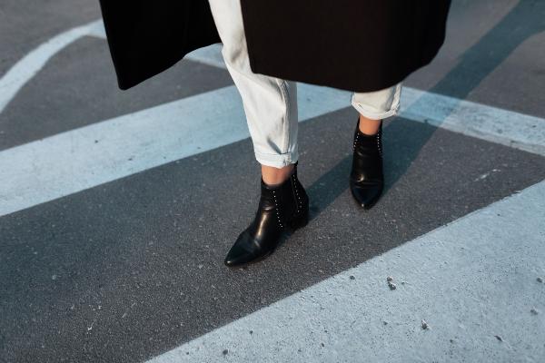 Spitze Schuhe in der richtigen Farbe
