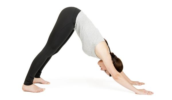 herabschauender-hund-yoga-outfit