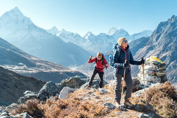 Geruestet fuer Wind und Wetter Die perfekten Accessoires bergwanderkleidung