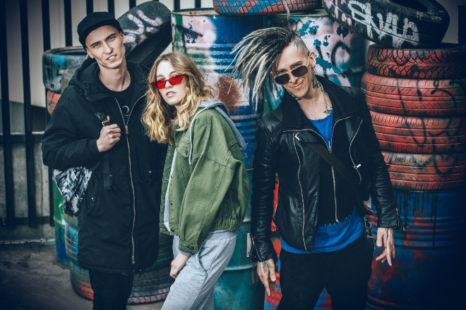 Gruppe junger Leute mit dem Slacker Look