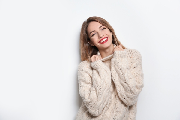 frau-sweater-weiss