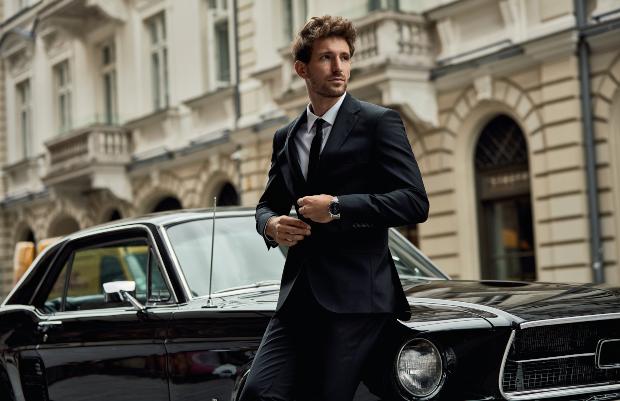 Mann in schwarzem Anzug - Welche Anzugfarbe man wählt hängt auch vom Anlass ab
