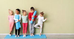 Fünf Kinder beim Sport