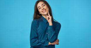 Frau im blauen Hemd - Schicke Twillhemden