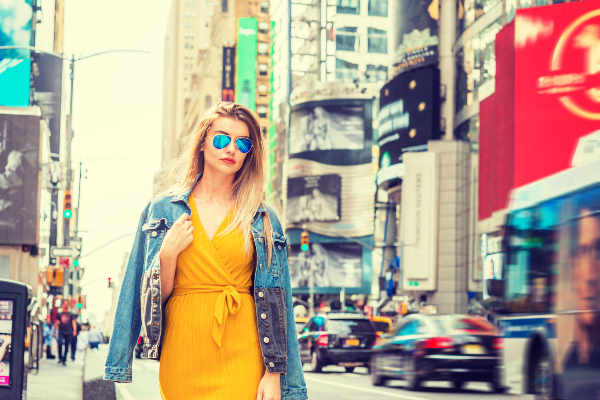 Glamouröse Styles und Basics vereint - das zeichnet den aktuellen New York Street Style aus