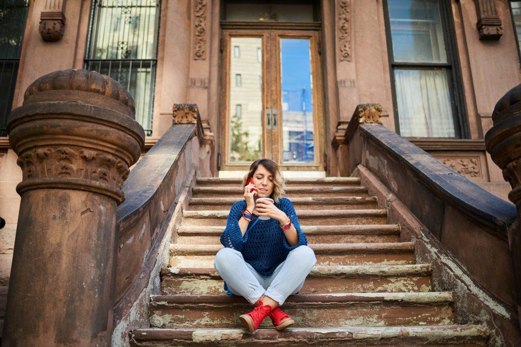 Monochrome Optik mit gezielten Akzenten das ist der New York Street Style