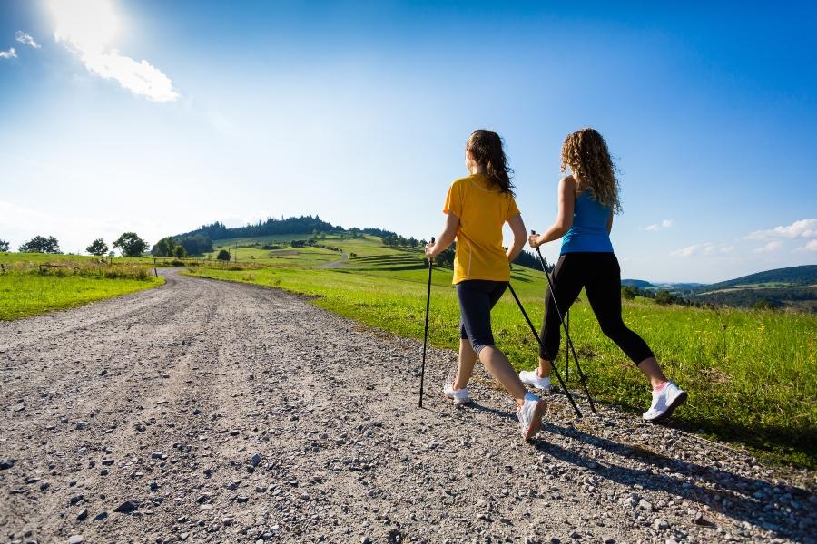 Luftig leicht durch den Sommer walken Nordic Walking Kleidung