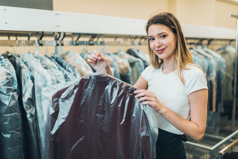 kleiderhuellen-schutz-waschsalon-kleidersack