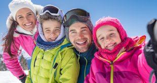 Familie im Winter - schöne Kinderwinterjacken