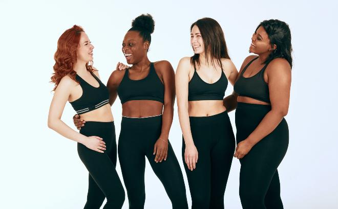 Gruppe-von-jungen-Frauen